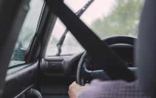 Recomendaciones para conducir con seguridad bajo la lluvia