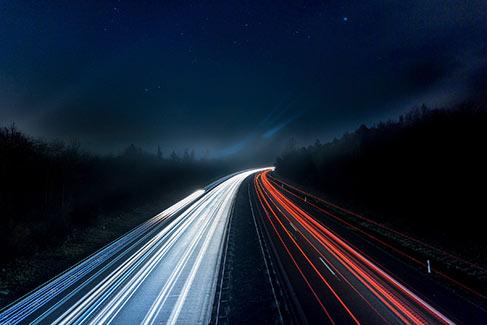 asistencia-en-carretera-por-la-noche